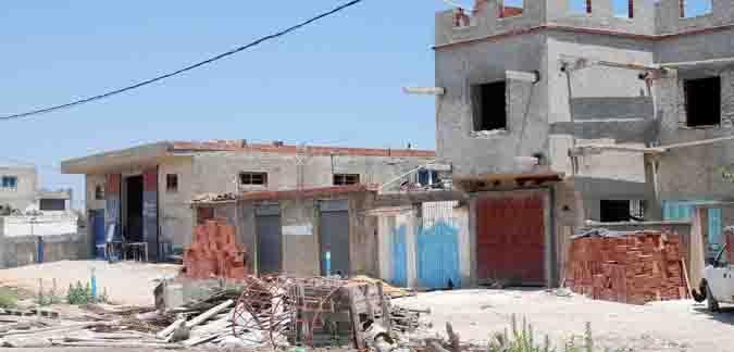 تنامي ظاهرة البناء الفوضوي بمنطقة رواد