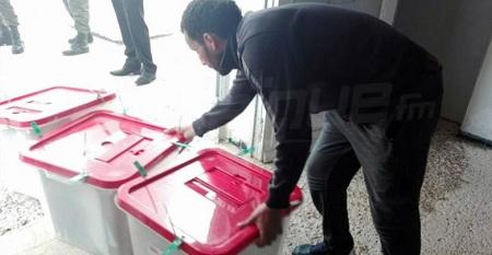 الشروع في نقل المواد الانتخابية إلى الهيئات الفرعية