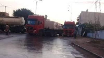 شاحنات تغلق الطريق الرابطة بين بنزرت ومنزل بورقيبة