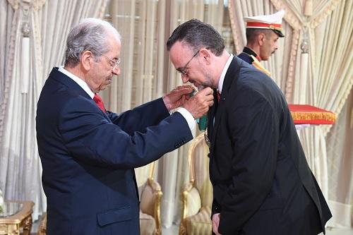 منح الصنف الثاني من وسام الجمهورية لرئيس مكتب البنك الأوروبي للاستثمار بتونس