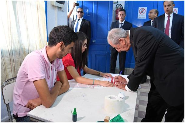 الانتخابات الرئاسية: الناصر يؤدي واجبه الانتخابي (صور)