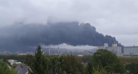بالفيديو: حريق هائل في مصنع مواد كيميائية بفرنسا