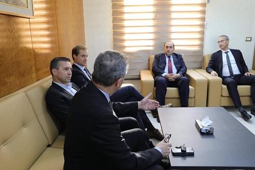 """وزير النقل ينظر في برامج الشراكة مع مصنع """"ارباص"""""""