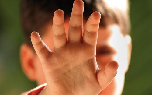 مندوب حماية الطفولة يُقدم تفاصيل الاعتداء بالعنف على طفلين في النفيضة