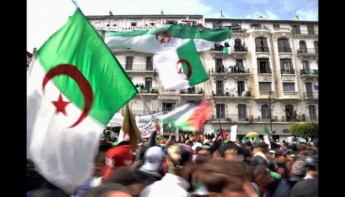 الجزائر تعتزم فرض ضريبة على الثروة والعقارات