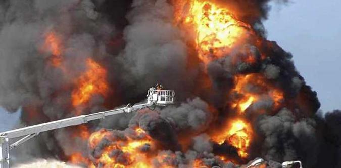 حريق ضخم بالميناء التجاري بصفاقس