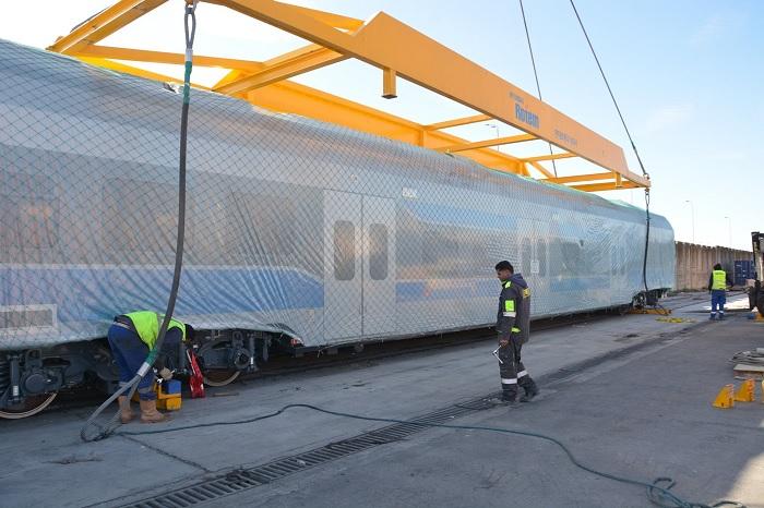وصول دفعة جديدة من القطارات الخاصّة بالشبكة الحديديّة السّريعة(صور)