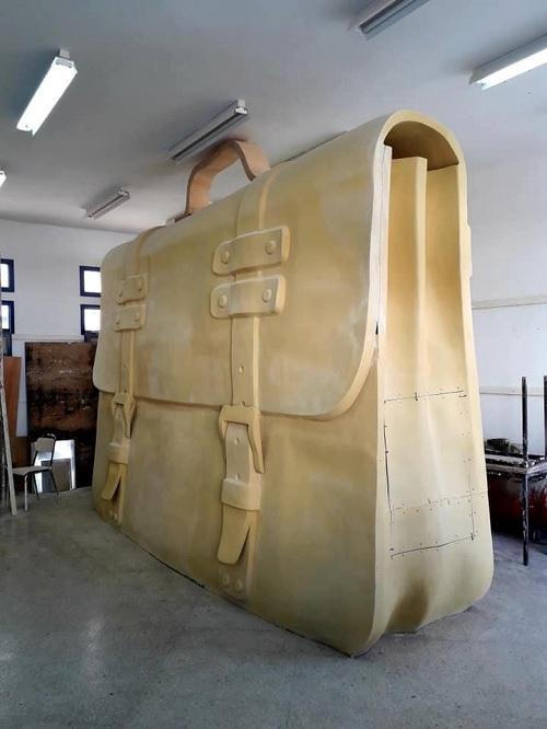 تونس :تركيز مجسم لمحفظة عملاقة بمساحة 50 متر مربع