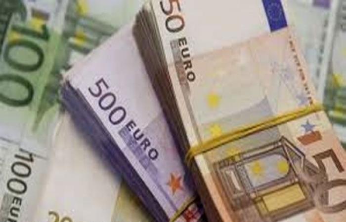 اليورو يبلغ أعلى مستوى في 4 أشهر ونصف