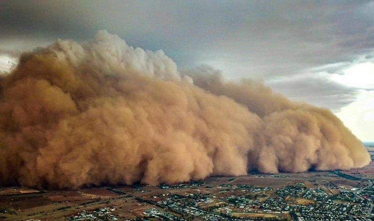 عاصفة ترابية عملاقة تضرب أستراليا