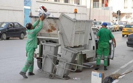 أعوان نظافة بلدية تونس يستأنفون عملهم