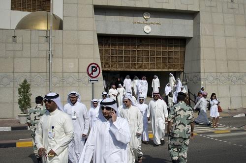 الكويت تقرر إنهاء خدمات 25 ألف وافد