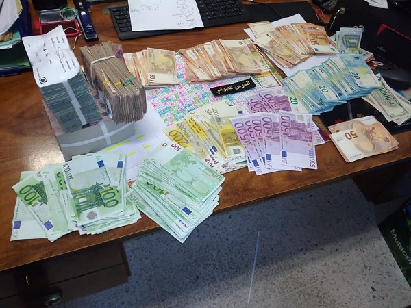 الديوانة تحجز بضائع مهربة ومبالغ من العملة التونسية والأجنبية