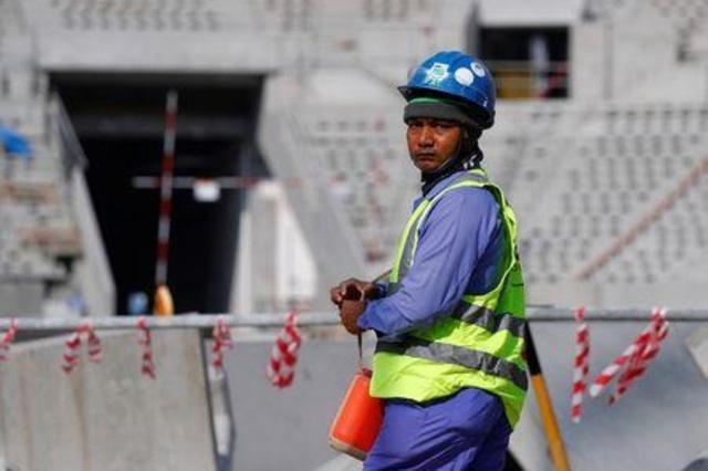 قطر تلغي مزيدا من القيود على خروج العمالة الوافدة