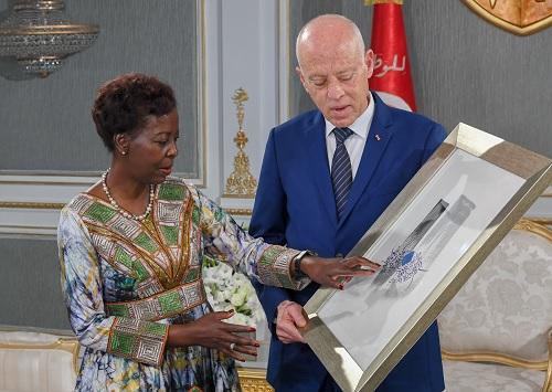 هدية من رئيس الجمهورية للأمينة العامة لمنظمة الفرنكوفونية