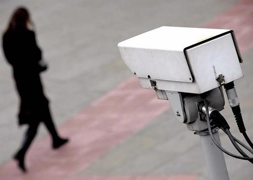 8 أشهر  سجن  لكل من يقوم بتركيب كاميرات مراقبة بالطريق العام