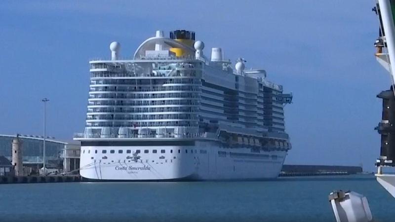 """آلاف المسافرين عالقون على متن سفينة إيطالية بسبب """"كورونا"""""""