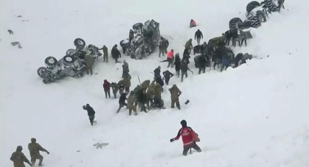 مقتل 8 أشخاص في انهيار جليدي بتركيا