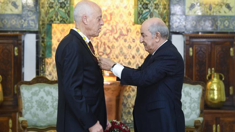 توسيم قيس سعيد برتبة أثير من صنف الإستحقاق الوطني الجزائري