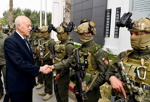 قيس سعيّد في زيارة مقر الوحدة المختصة للحرس الوطني ببئر بورقبة