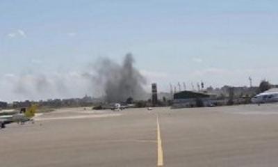 ليبيا تغلق مطار معيتيقة بعد تعرضه لقصف صاروخي