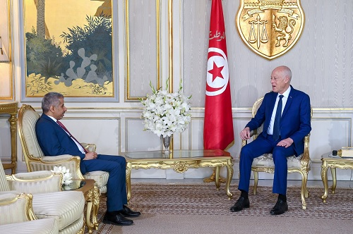 رئيس الجمهورية يتحادث مع الأمين العام لمجلس وزراء الداخلية العرب