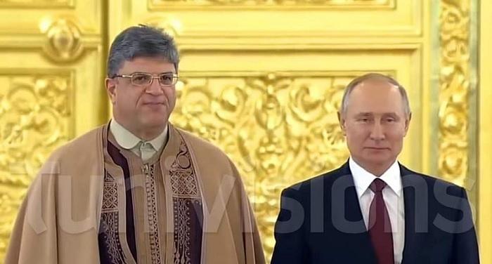 بالجبة و البرنس.. سفير تونس بموسكو يقدم أوراق اعتماده للرئيس الروسي (صور)