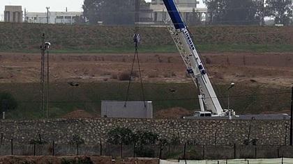 مصر تبني جدارا اسمنتيا على طول الحدود مع قطاع غزة