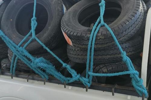 سيدي بوزيد: ضبط 4 شاحنات محملة ببضائع مهربة