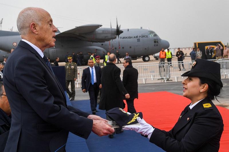 رئيس الجمهورية يفتتح المعرض الدولي للطيران والدفاع بجربة (صور)