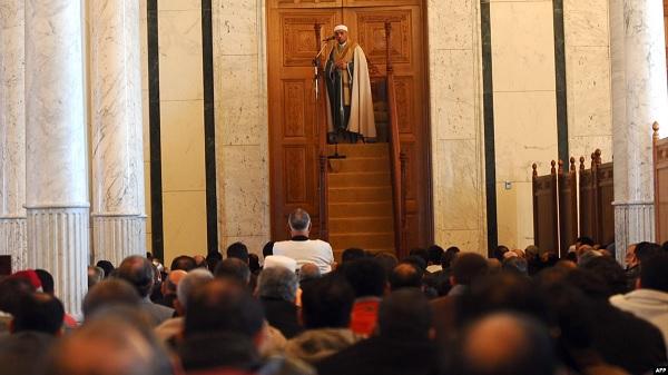 """بسبب الكورونا :""""وزارة الشؤون الدينية تدعو الائمة الى التقليص في خطبهم و صلواتهم  """""""
