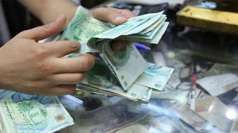 """وزارة الصحة: فيروس """"كورونا"""" ينتقل عبر لمس النقود"""