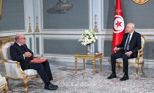 قيس سعيد يدعو البنوك و شركات الايجار الى تأجيل دفع ديون التونسيين