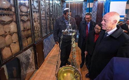 قيس سعيد يزور معبد الغريبة بجربة