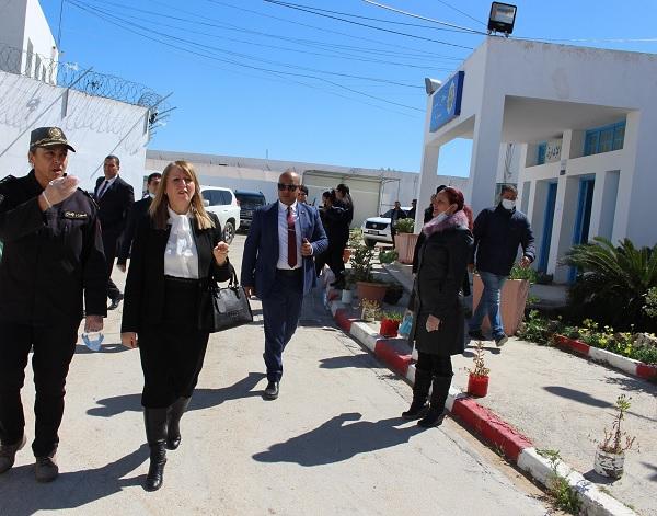 وزيرة العدل تزور سجن النساء بمنوبة