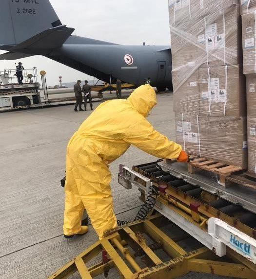 الصين: شحن الطائرة العسكريّة التونسيّة بالمعدّات الطبّية (صور)