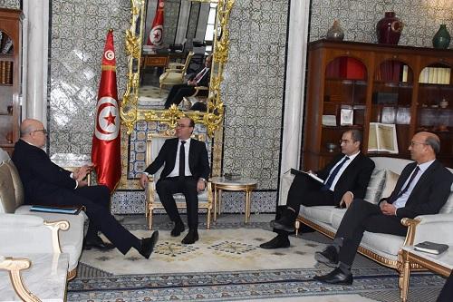 رئيس الحكومة يلتقي محافظ البنك المركزي