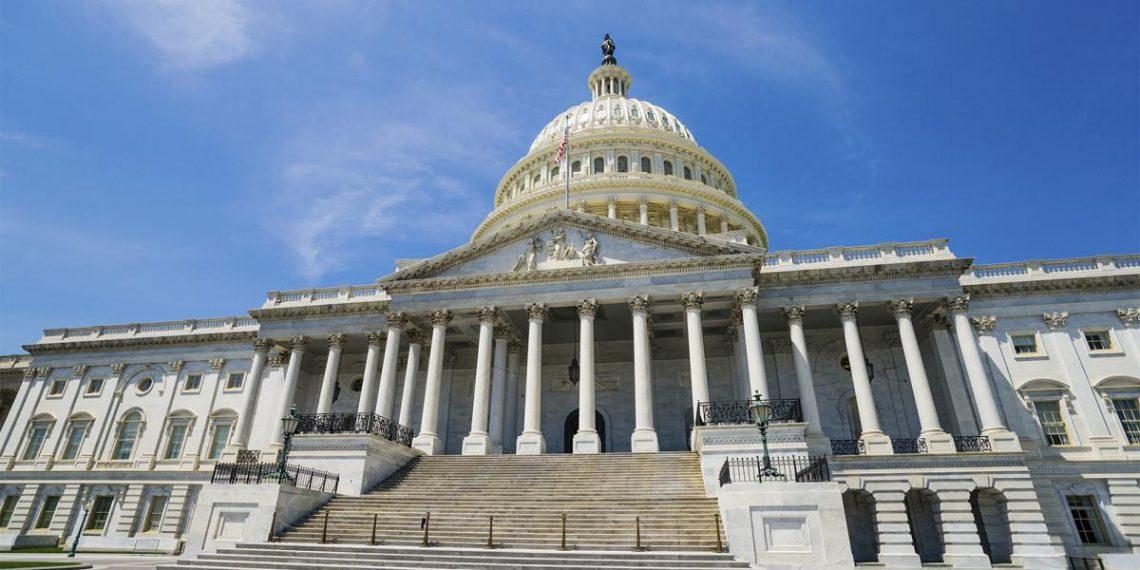 واشنطن تتهم بكين بمحاولة اختراق بيانات تتعلق بلقاحات كورونا