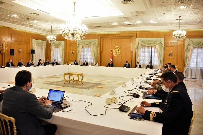 رئيس الحكومة يدعو الى تعزيز الرحلات على مختلف خطوط النقل العمومي