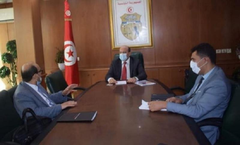 وزارة الصناعة: نحو اعداد ميثاق شراكة مع القطاع الخاص في مجال صناعة السيّارات