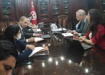 وزير المالية يجتمع بوفد عن البنك العالمي