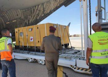 وصول مكونات المستشفى الميداني من قطر الى مطار توزر نفطة الدولي