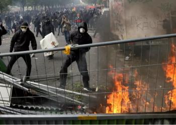 فرنسا: إستعمال الغاز المسيل للدموع لتفريق المحتجين