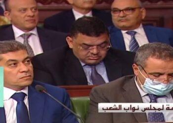 """جلسة عامة بالبرلمان ..وزير الصحة الوحيد الذي يرتدي الكمامة """"الطبية """""""