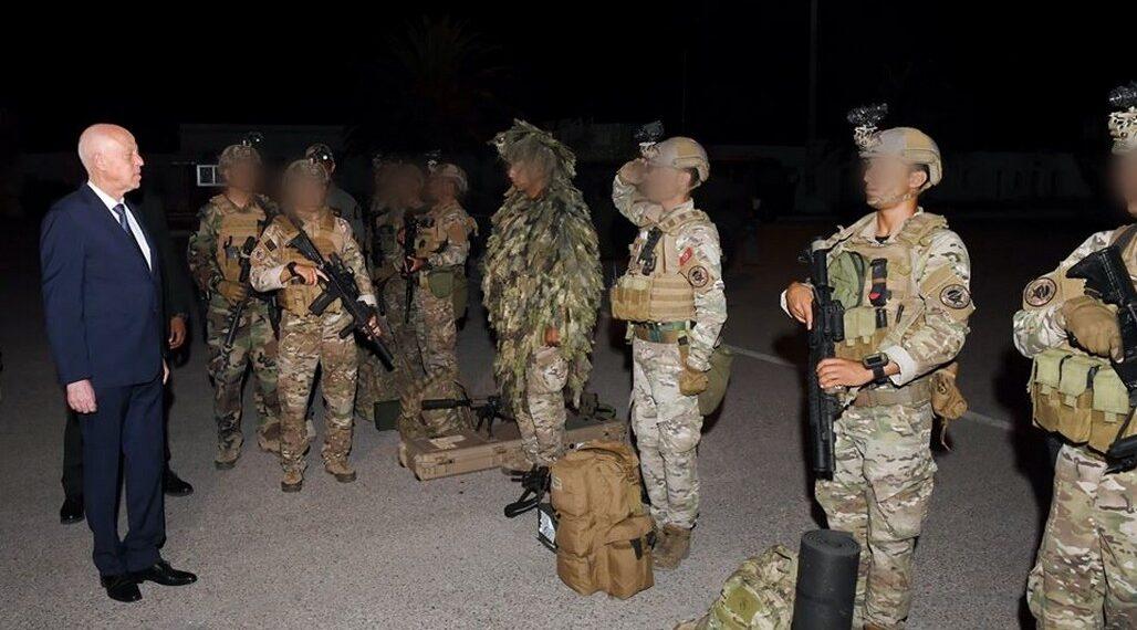 رئيس الجمهورية يؤدي زيارة تفقدية لكل من فيلق القوات الخاصة العسكرية