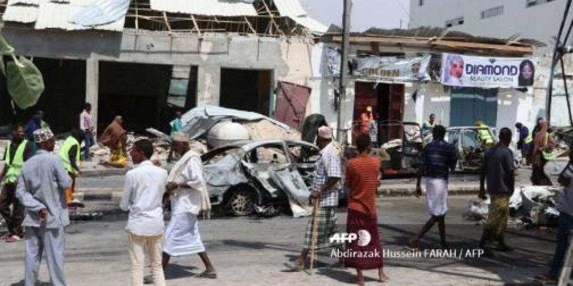 مقتل شرطيين في انفجار قنبلة على جانب طريق في مقديشو