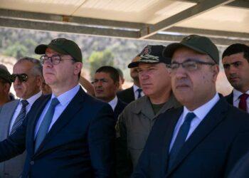 رئيس الحكومة يدعو الى النـأي بالمؤسسة الأمنية عن التجاذبات السياسية