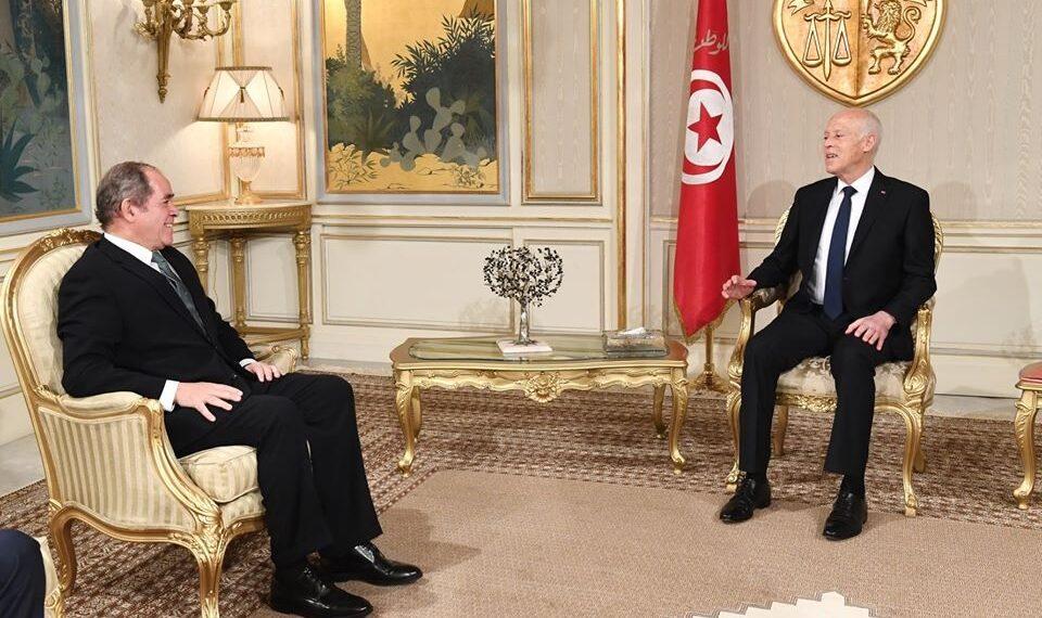الازمة الليبية ..محور لقاء رئيس الجمهورية بوزير الخارجية الجزائري