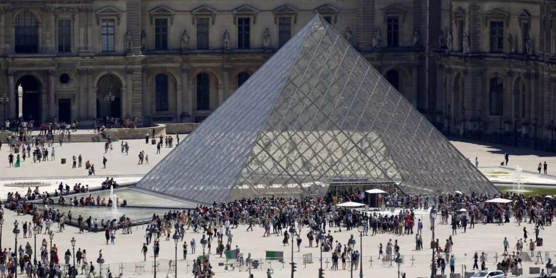 فرنسا: متحف اللوفر يفتح مجددا للزوار