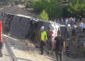 تركيا: مقتل 5 جنود وإصابة 10 إثر انقلاب حافلة